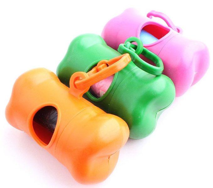 Hundetütenspender in Knochenform in verschiedenen Farben