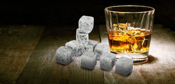 Whiskey Stones im Glas