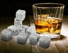 Whiskey Stones im Glas