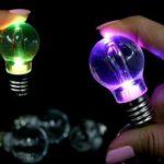 led-glühbirne-schlüsselanhänger