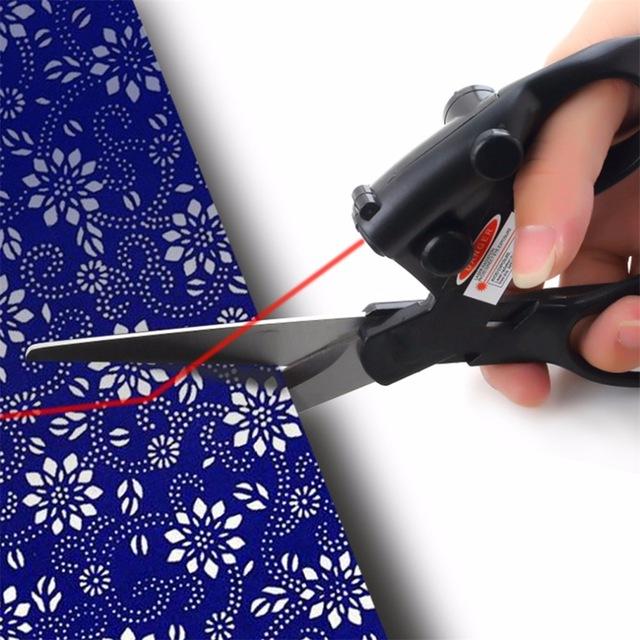 Schwere mit Laser, die Stoff zerschneidet