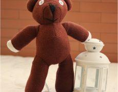 Mr. Bean Teddybär auf einem Bett