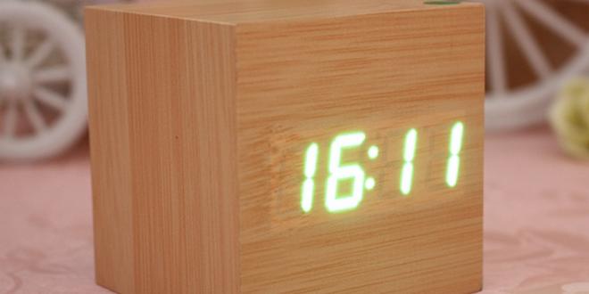 schicker retro wecker in holzquader optik ab 6 38. Black Bedroom Furniture Sets. Home Design Ideas