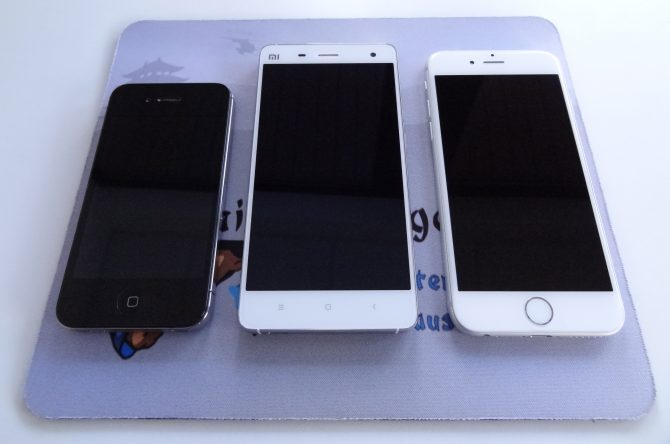 Das Xiaomi Mi 4 zwischen dem iPhone 4 und 6