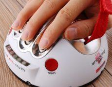 Elektroschock Partyspiel mit aufgelegter Hand