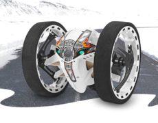 Jumping Drone GearBest in weiß mit Flammenaufkleber