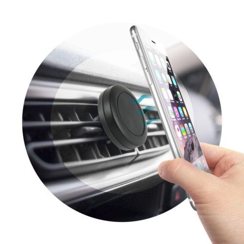 Magnetische Handyhalterung im Auto mit Smartphone