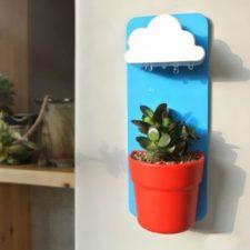 Blumentopf mit Wolkenbewässerung