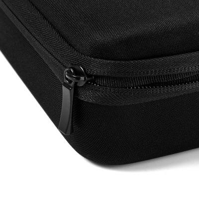 Der solide Reißverschluss am Case in der Farbe schwarz.
