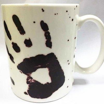 Farbverändernde Tasse mit Blutabdruck Finger