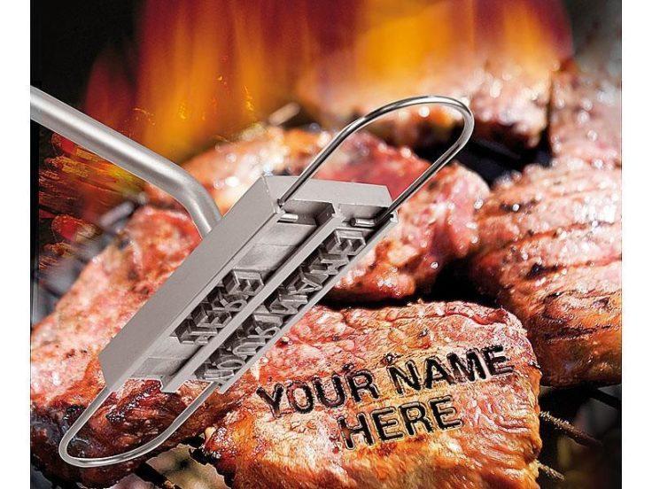 Grillfleisch Brandeisen für Schriftzug auf dem Steak