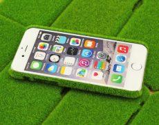 Verlier dein Handy besser nicht – Gras-Cover für iPhones für 3,67€