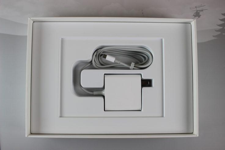 Xiaomi Mi Air Zubehör: Das US-Netzteil braucht noch einen Adapter
