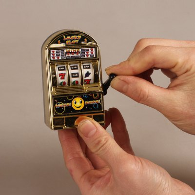 "Mini Spielautomat ""Einarmiger Bandit"" Maße"