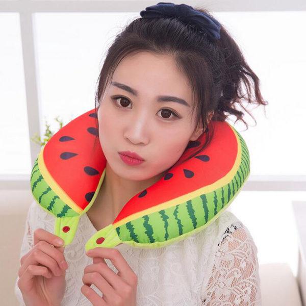 Fruchtiges Nackenkissen Melone mit Model