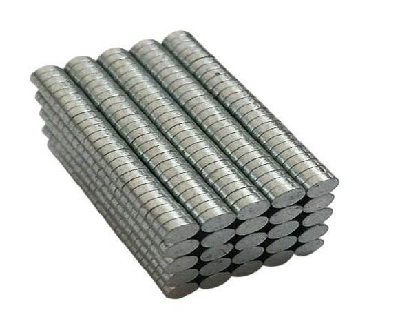 Die kleinen Magnetdisks sind 2,99mm breit und 95mm tief.