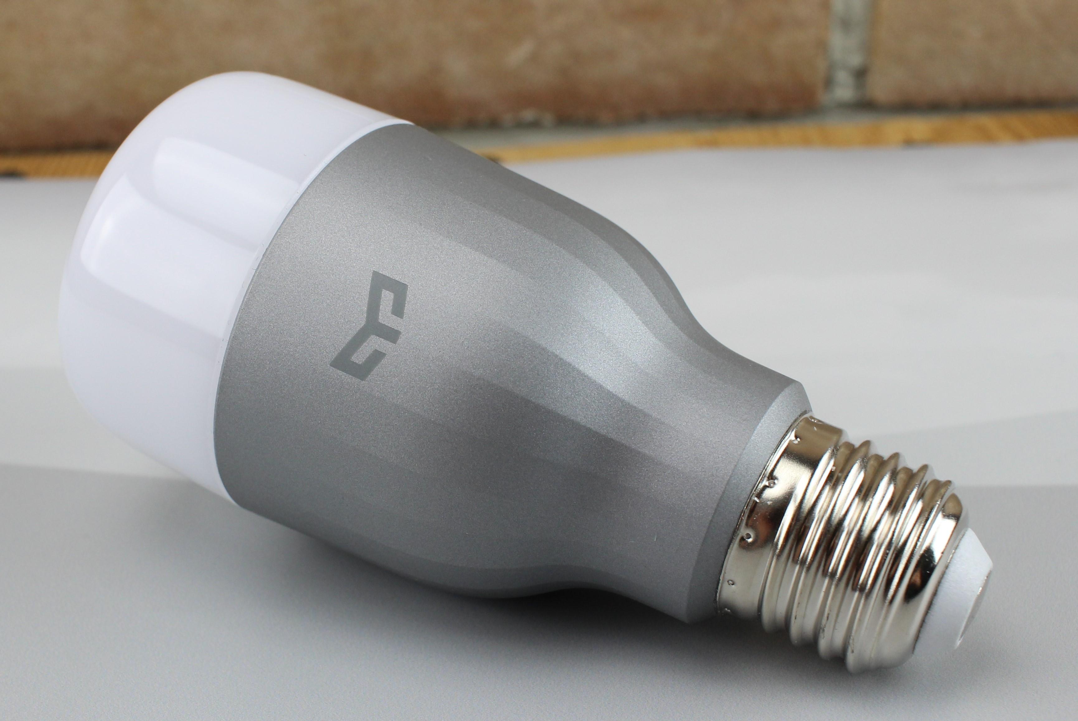 Xiaomi Yeelight Smart LED Glühbirne in verschiedenen Varianten im Test