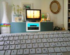 Bluetooth QWERTZ-Tastatur kwmobile mit TV