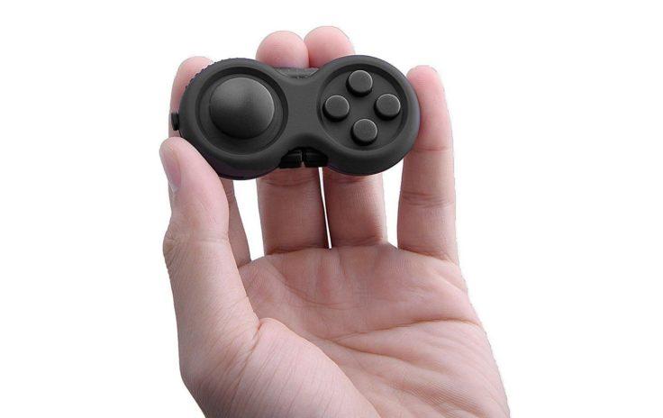 Ein kleiner Controller in der Hand