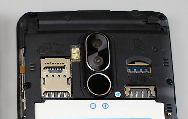 Bluboo D1 Smartphone Steckplätze