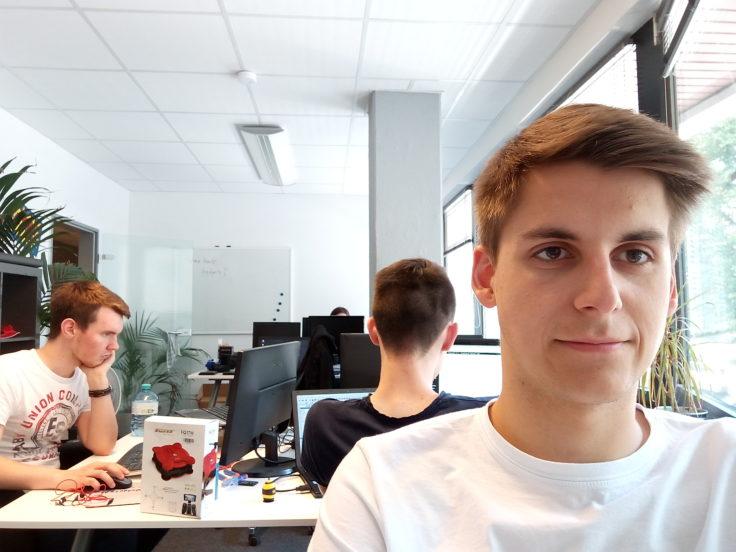 Selfie aus dem Büro mit dem P8 Mini