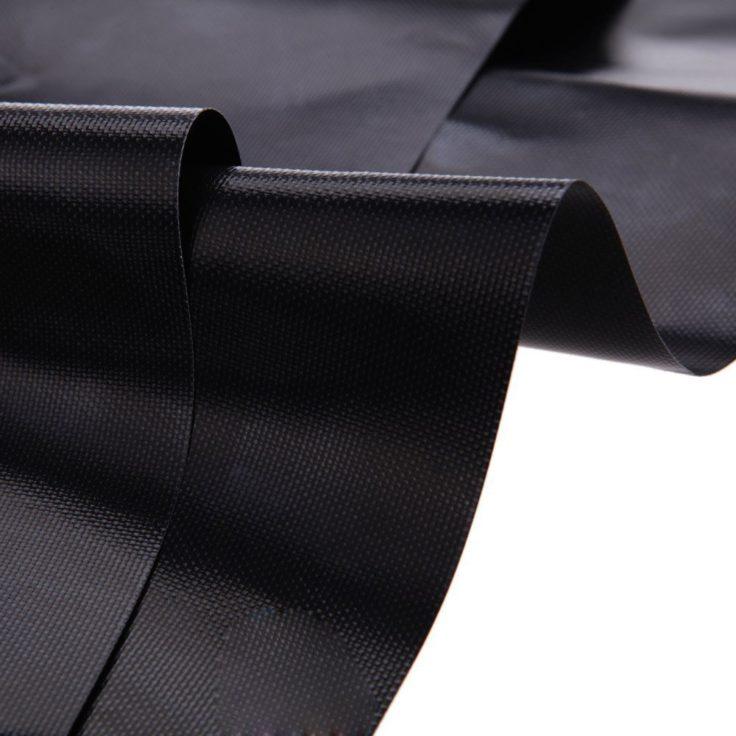 Zwei schwarze Grillmatten mit leichter Wölbung