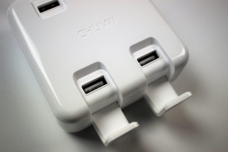 CHUWI USB Slot mit offenen Klappen