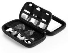 Festplattentasche schwarz mit Produkten im Inneren