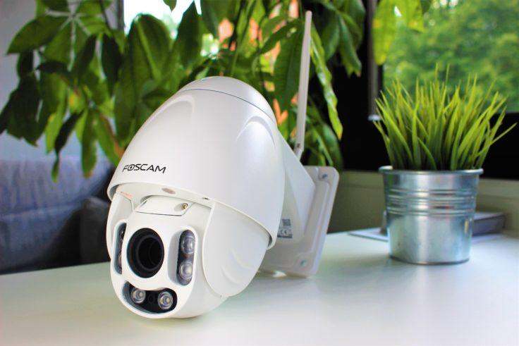 Foscam FI9928P auf Tisch liegend