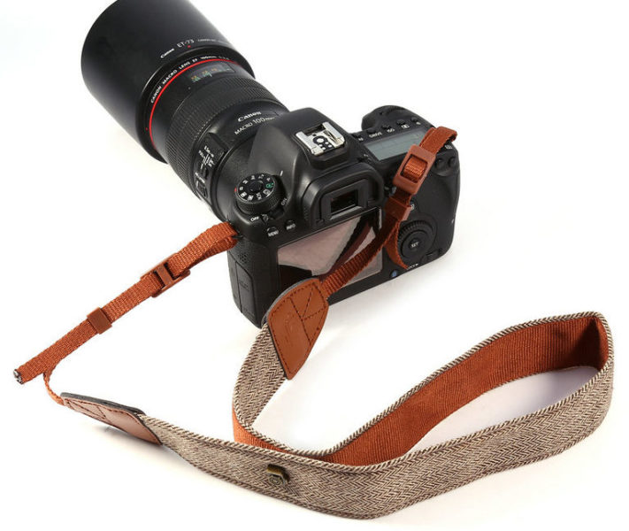 Kameragurt Vintage in Braun an Kamera