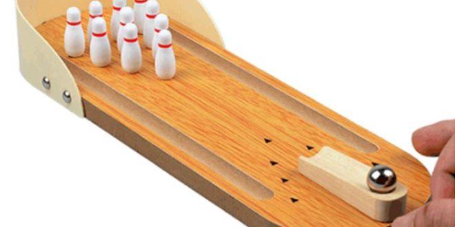mini bowlingbahn aus holz f r zu hause oder auf reisen. Black Bedroom Furniture Sets. Home Design Ideas