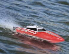 Volantex Vector 28 RC Boot auf Wasser