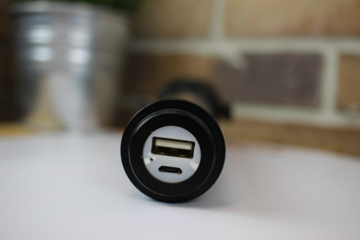 USB und Micro-USB Slot