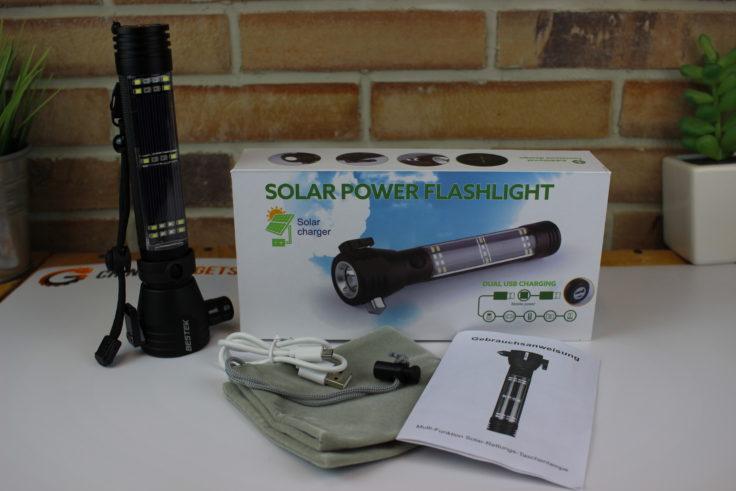 Lieferumfang mit Taschenlampe, Kabel, Beutel und Box
