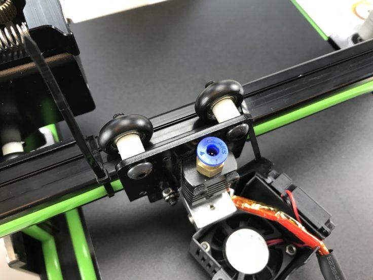Kabelbinder fixieren den Druckkopf für den Transport