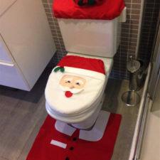 Weihnachtsdekoration für die Toilette