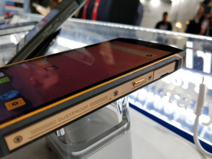 Seitenansicht des Blackview BV5800 Pro Outdoor-Smartphone
