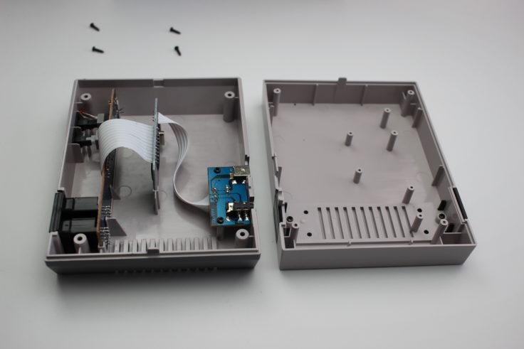 Entertainment System NES Klon Gehäuse geöffnet