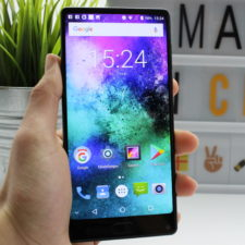 MAZE Alpha X Smartphone Display