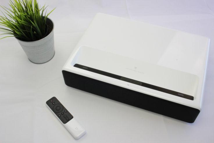 Xiaomi Kurzdistanz-Beamer mit Fernbedienung