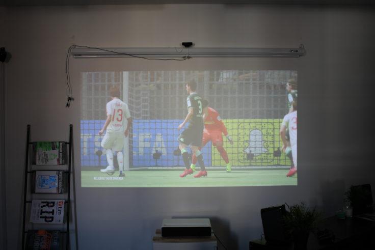 Xiaomi Kurzdistanzbeamer Laser Projector Helligkeit Fifa 18 (1)