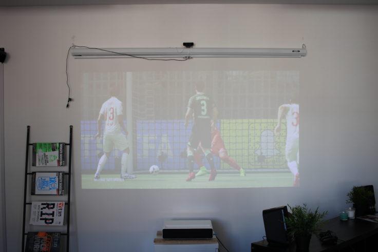 Xiaomi Kurzdistanzbeamer Laser Projector Helligkeit Fifa 18 (2)