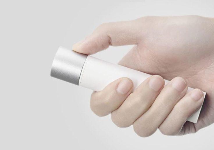Xiaomi Taschenlampe LED in Hand gehalten