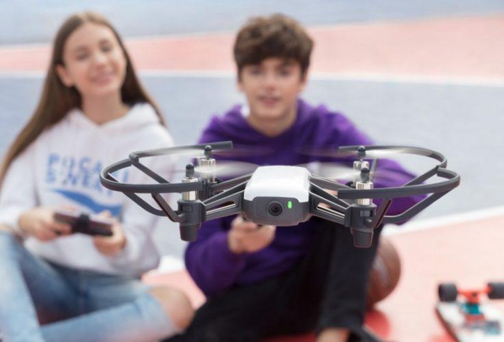 DJI Tello Drohne Bild mit Kindern