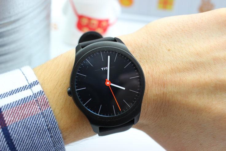 TicWatch 2 Smartwatch Hand