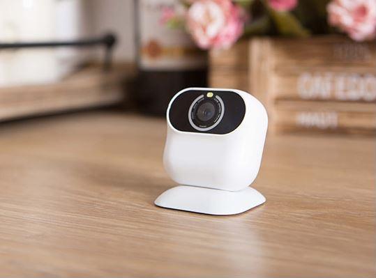 Xiaomi MI AI Kamera auf Holztisch