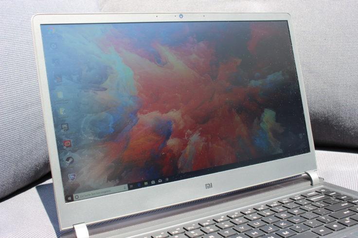 Xiaomi Mi Gaming Notebook Spiegelreflexe bei Sonnenlicht