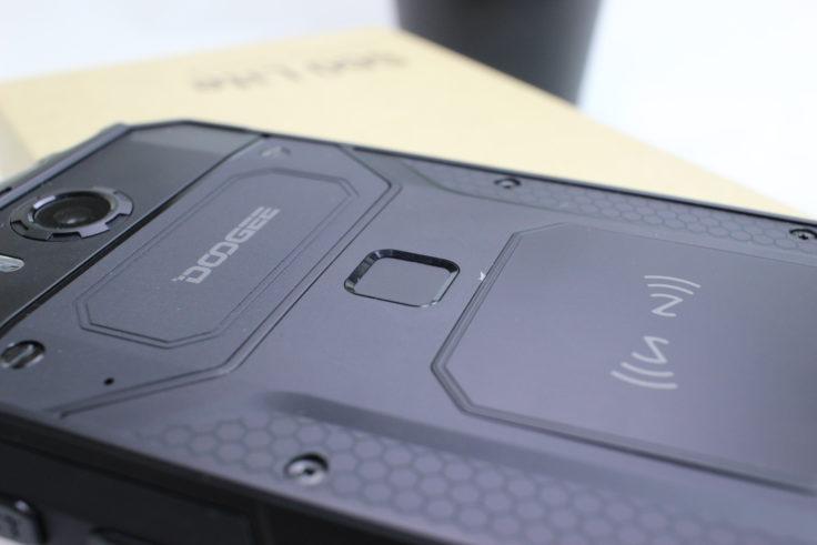 Doogee S60 Lite Fingerabdrucksensor & Qi-Laden