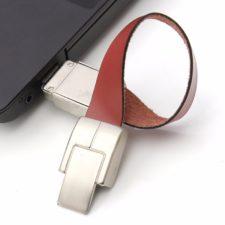Kunstlederarmband USB an Computer