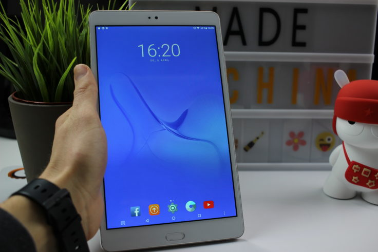 Teclast Master T8 Tablet in Hand